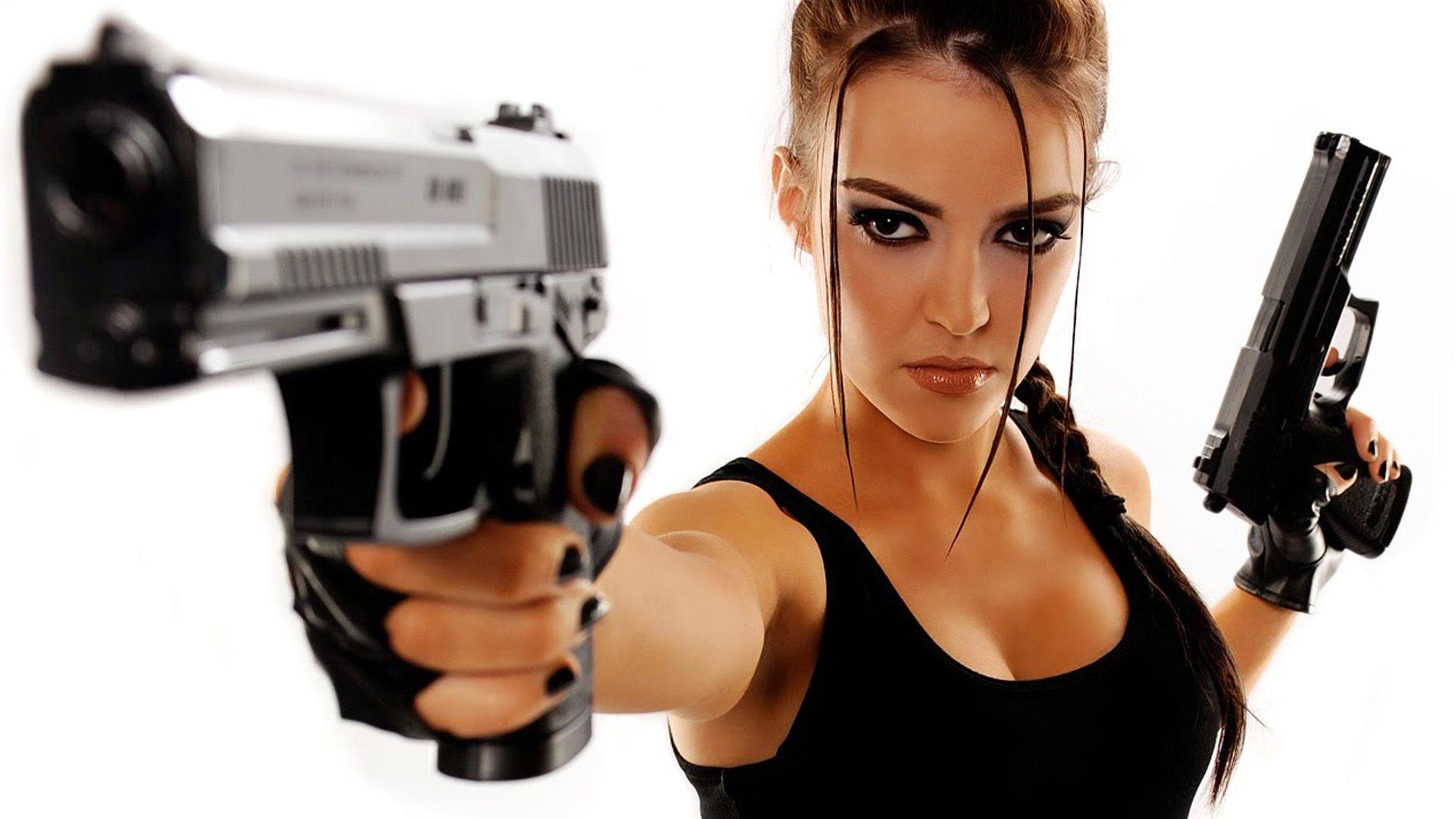Copia di beautiful girl with guns high definition wallpaper
