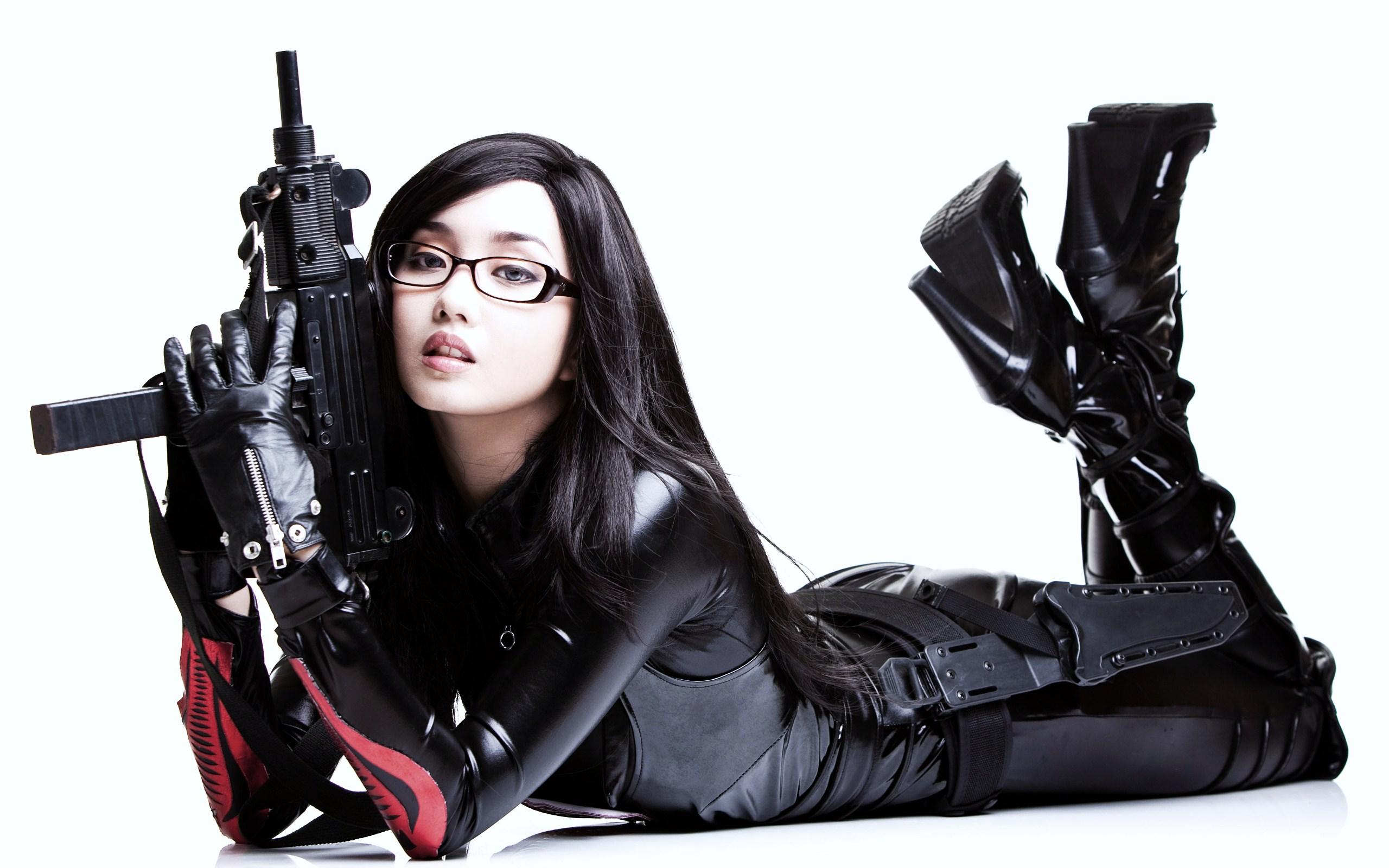 Copia di beautiful girls and guns wallpaper