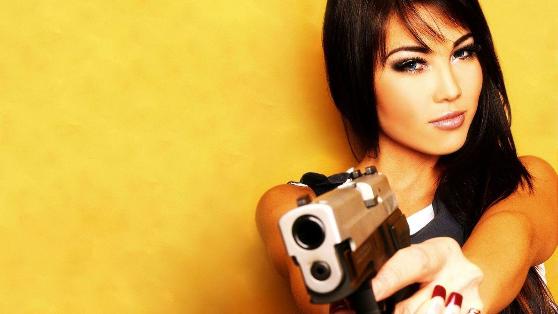 Copia di girl with gun full hd wallpaper for desktop
