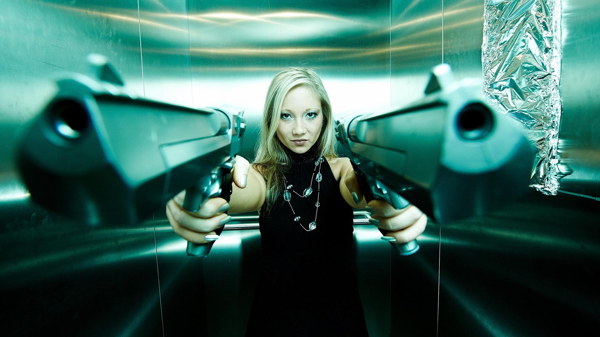 Copia di girl with guns widescreen high quality wallpaper