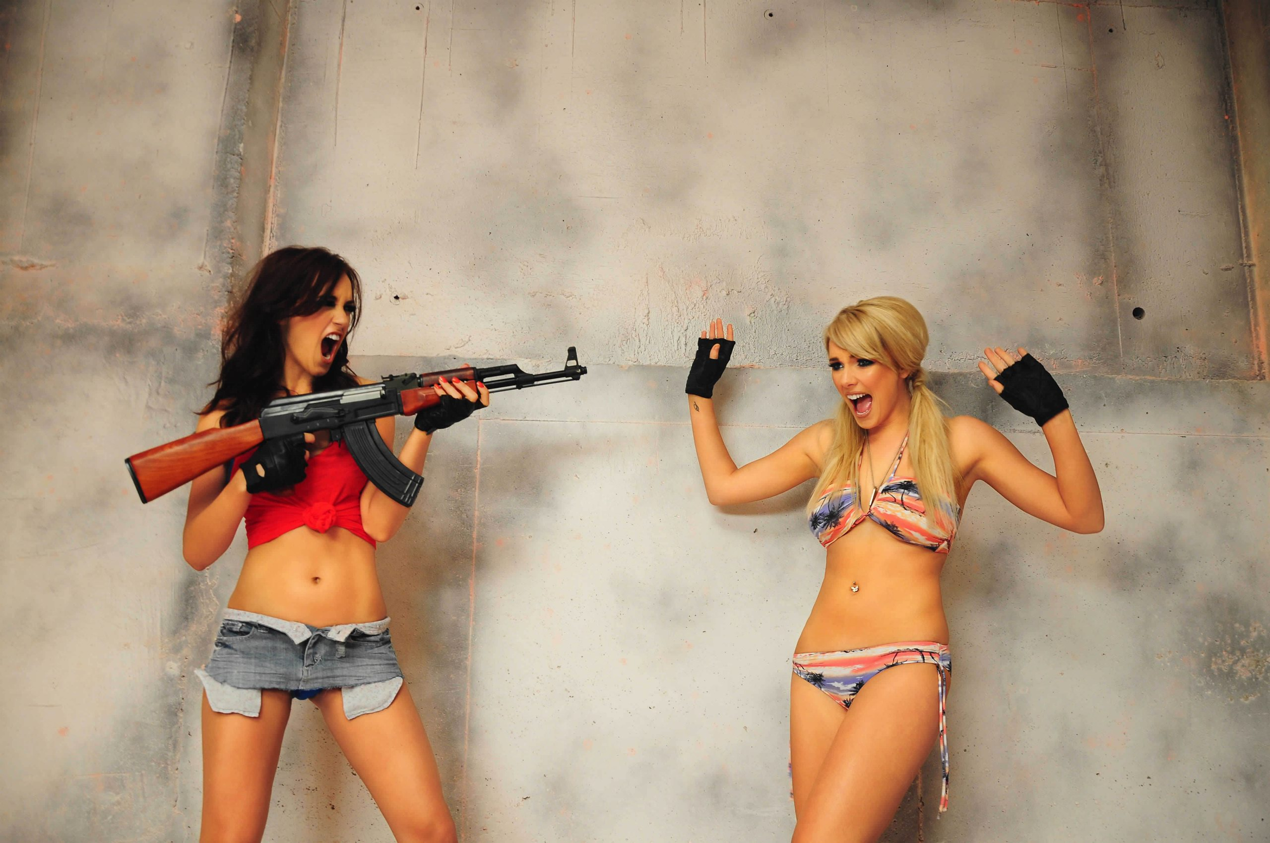 Copia di girls and gun high definition wallpaper