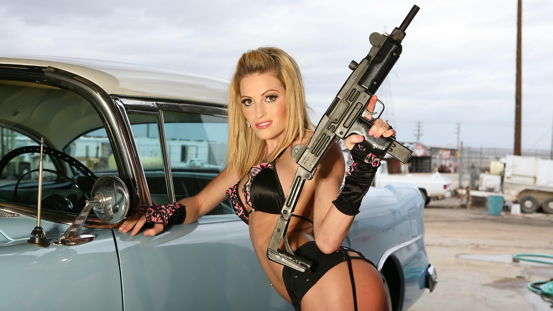 Copia di hot girl with gun widescreen full hd wallpaper