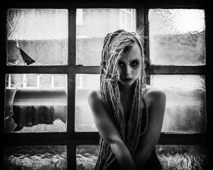 221a5d25c56d6ca67437410a318f2a30--photography-poses-the-window